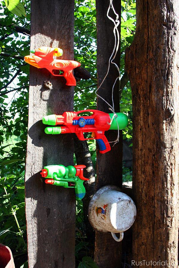 Важная часть подготовки к защите домика - доступность оружия