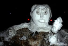 Разумеется, снеговик-бюст более устойчив к воздействиям внешней среды