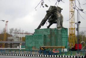 Рабочий и колхозница. Скульптура на ВДНХ, 2003 год