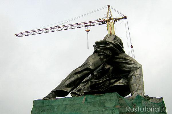 """""""Рабочий и колхозница"""" в октябре 2003 года (фото)"""